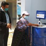 Con estaciones móviles de lavado de manos se busca prevenir el COVID-19 en sitios públicos de Sololá